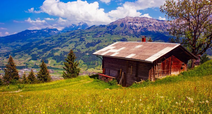 Holzhaus in den Bergen